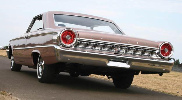 1963-Galaxie-500-XL-rear